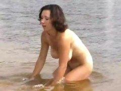 חובבניות חוף ברונטיות ציצים גדולים ערומות