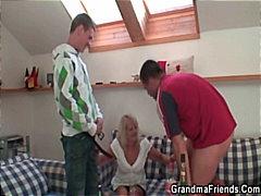 חרמניות מבוגרות שיכורות סבתות שני גברים ואישה אמא