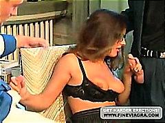 אנאלי חדירה כפולה משקפיים שני גברים ואישה מזכירות