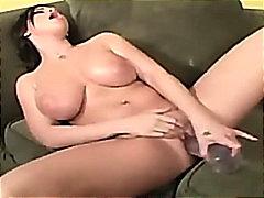Trigueira Robusta Sofá Estrela Pornô Peitões