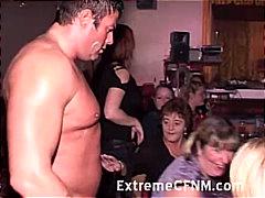 مص نساء كاسيات ورجال عراه جنس جماعى حفلة