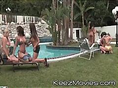 Група Лезбејки Оргии Во двор Репчиња