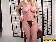 Beib Bikiinid Blondid Masturbeerimine Tätoveering