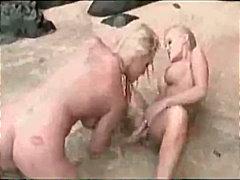Punggung Gadis Pantai Rambut Blonde Lesbian