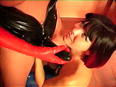 Latex lesbos using strap-on in a great fetish scene