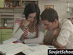 ברונטיות רוסיות חצאית צעירות צעירות