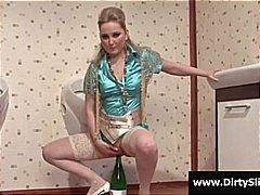 Blondynki Bukkake Przez Dziurę W Ścianie Masturbowanie Kąpiel