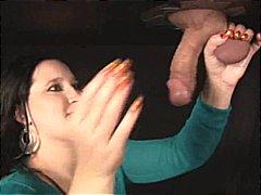 تقييد وسادية نساء مسيطرات تستمنى زبه بيدها