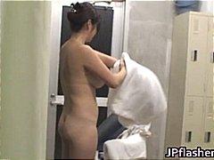 חובבניות אסיאתיות יפניות בחוץ ציבורי