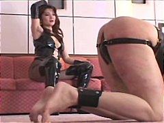 نساء مسيطرات يابانيات ضرب الطيز