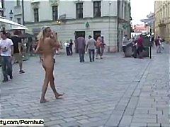 Treperenje Gola Golotinja Javno Seks Na Otvorenom