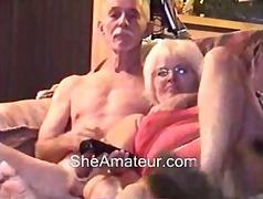 მოყვარული სასაცილო მოწიფული ბებია