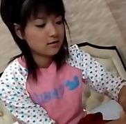 אסיאתיות יפניות צעירות
