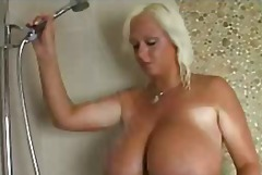 Голема убава жена Големи цицки Цицки