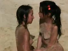 Na plaži Najstnica V javnosti
