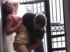 ಬ್ಲೊಂಡೆ ದಪ್ಪ ಮೊಲೆಯ ಹೊರಗೆ ನೀಲಿ ತಾರೆ