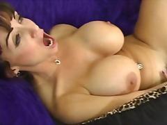 Големи цицки Дилдо со колан Лезбејки