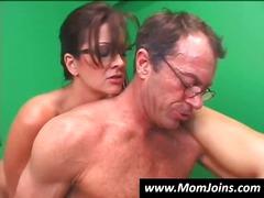 מציצות חרמניות מבוגרות שתי נשים וגבר משקפיים הרדקור