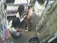 מציצות יפניות צעירות שלושה משתתפים ווייר