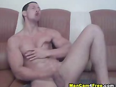 Exclusive blowjob with muscled hottie