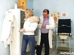 רופא סבתות גיניקולוג מבוגרות רפואי