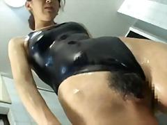 აზიელი თინეიჯერი გოგონა