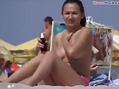 חוף ביקיני ציצים גדולים בחורה ורוד