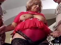 სექს-სამეული მსუქანა ბებია