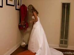 בלונדיניות עקרת בית נשואה