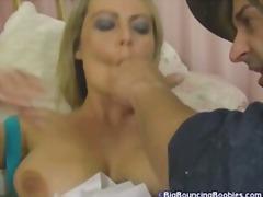 Suured rinnad Hardcore Pornostaar