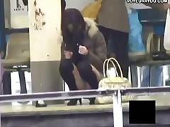 يابانيات تحت التنورة استراق النظر كيلوت خارج المنزل