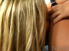 שלישיה הרדקור לסביות מגולחות אצבעות