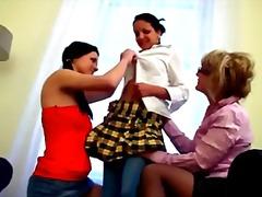 חובבניות בלונדיניות ברונטיות לסביות צעירות