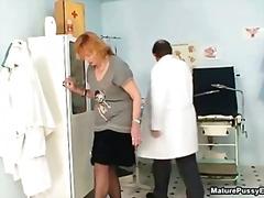 מוזר רופא פטיש שעירות עקרת בית