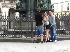 ציבורי צעירות צעירות לסביות חזה גדול
