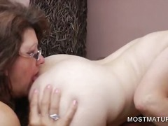 Pussy licking with mature lesbian