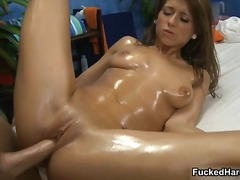 Chérie Pipes Brunettes Hardcore Massage
