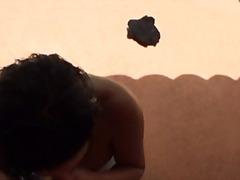 חוף ביקיני מציצות חומות ברונטיות