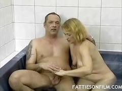 כוסיות אמבטיה בלונדיניות מציצות חדר כושר