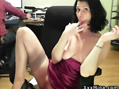 Hot mature webcam chick rubs and plays her pussy while her chat mates watch