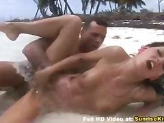 חוף ביקיני שפיך דוגמניות אוראלי