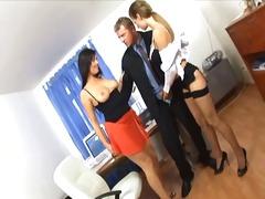 ქალის თეთრეული ოფისი სამი ერთად