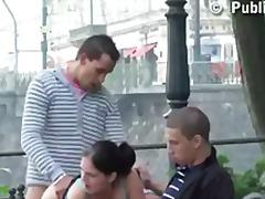 ציבורי צעירות בחורה