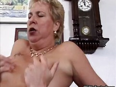 Mature mom in sexy stockings riding part2