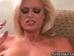 Фетіш Вона Дрочить Сексуальні Матусі Куріння