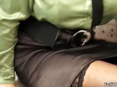आकर्षक महिला विचित्र काले बाल वाली