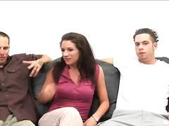 שלישיה ברונטיות הרדקור שני גברים ואישה