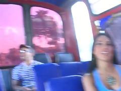 آسيوى بنات جميلات جميلات في الحافلة شهوانى