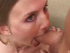 სექს-სამეული ქერა პირში აღება