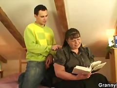 סבתות עקרת בית מבוגרות אמא מציאותי
